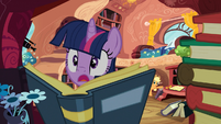 Applejack startles Twilight S03E09