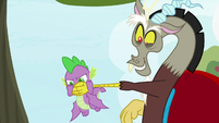 Discord covering Spike's mouth S9E23
