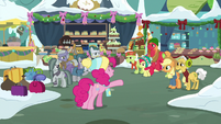 Pinkie meets with Pie and Apple families MLPBGE