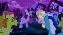 Twilight rallies the ponies together S5E13