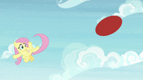 Fluttershy flings the ball with her tail S9E15