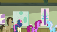 Ponies admiring art in the Ponyville Cafe S7E3