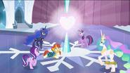 S06E02 Kucyki patrzą na lśniące Kryształowe Serce