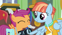 Scootaloo giving Rainbow Dash headlines to Windy S7E7