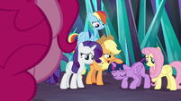 Twilight's friends comforting her S9E2