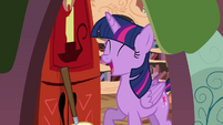 Twilight laughing S4E15