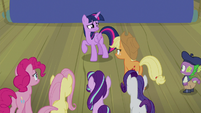 Applejack tells Twilight to tell the truth S8E7