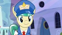 Mail Pony sees Sunburst's door open S8E8