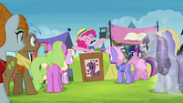 Pinkie Pie opens auction for Twilight's books S4E22