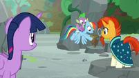 Rainbow Dash places Netitus on a pedestal S7E25