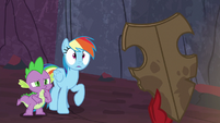Rainbow and Spike see Garble holding Netitus S7E25