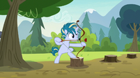 Skeedaddle holding a bow and arrow S7E21