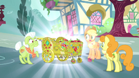 Applejack, Granny and Golden Harvest sees a beautified apple cart S4E23