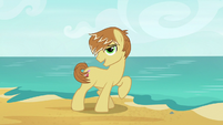 Feather Bangs singing on the beach S7E8
