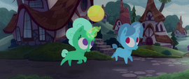 Glitter Drops and Spring Rain play with the ball MLPTM