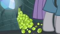 Pile of chartreuse at Maud Pie's hooves S7E4