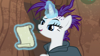 Rarity barely paying attention to Zecora S7E19