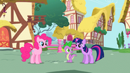 S01E01 Pierwszy spotkany kucyk w Ponyville - Pinkie Pie