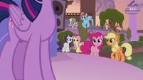Twilight's friends listen to her speech S9E17