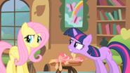 201px-Twilight scolding Fluttershy S1E22