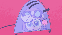 Applejack's reflection in Pinkie's toaster PLS1E3a