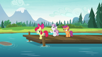 Cutie Mark Crusaders look sad on the dock S7E21