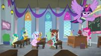 Pinkie Pie's boring classroom S8E1
