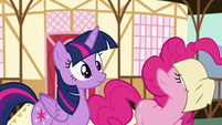 Pinkie presses her nose to the note S5E19
