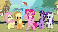 Pinkie wears star sunglasses S5E11