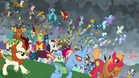Ponies and creatures charging into battle S9E25