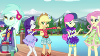 Rarity inspecting Applejack's bohochic outfit EG4