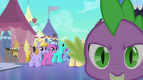 Spike running to Twilight S3E2