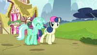Lyra and Sweetie Drops walking together S7E4