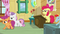Scootaloo and Sweetie turn their backs to Apple Bloom S5E4