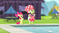 Apple Bloom and Granny Smith stretching S4E20