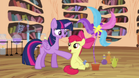 Apple Bloom successful at potion making S4E15