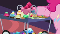 Gem-topped treats on Pinkie's cart S8E24