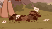 Grub Hooffield's seeds in a discarded mess S5E23