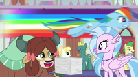 Rainbow zooming over Yona and Silverstream S8E9