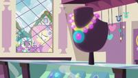 Spike looking in the jewelry store window MLPBGE