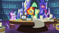 Twilight, Sunburst, and Starlight play with old teaware S7E24