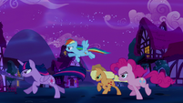 Twilight and friends chase the Tantabus S5E13