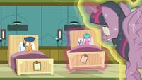 Twilight puts Aquamarine's bed on the floor again S7E3