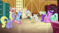 Mayor Mare signing a scroll S6E4