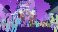Ponies gather around the runway for the contest S7E9