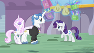 Rarity with her belonging levitating