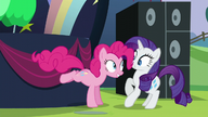 S05E24 Pinkie doskakuje do Rarity