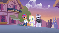 Starstreak, Lily, and Inky walking through Ponyville S7E9