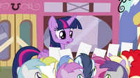 Twilight being begged for autographs S4E15