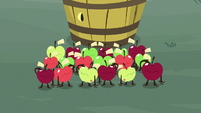 Living apples saluting to Discord S9E23